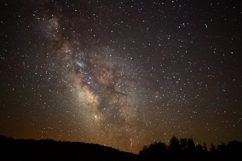 800px-Center_of_the_Milky_Way_Galaxy_from_the_mountains_of_West_Virginia_-_4th_of_July_2010