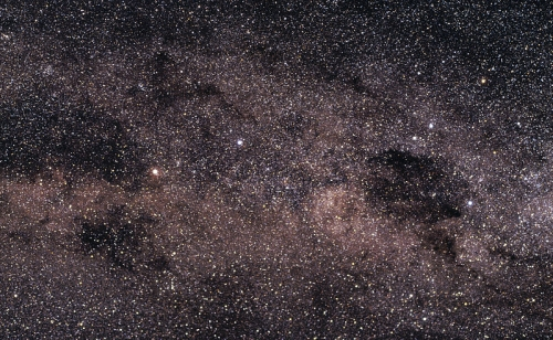 800px-ESO_-_Alpha_Centauri_and_the_Southern_Cross_(by)